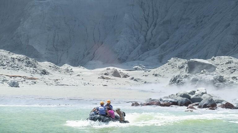 شرطة نيوزيلندا: لم يبق ناجون في الجزيرة التي هزها البركان