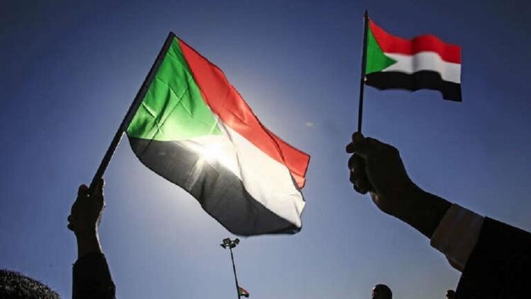 قرار رسمي بحل النقابات والاتحادات المهنية في السودان