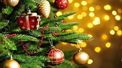 """مطار دولة أوروبية يعرض """"أخطر"""" شجرة كريسماس في العالم!"""