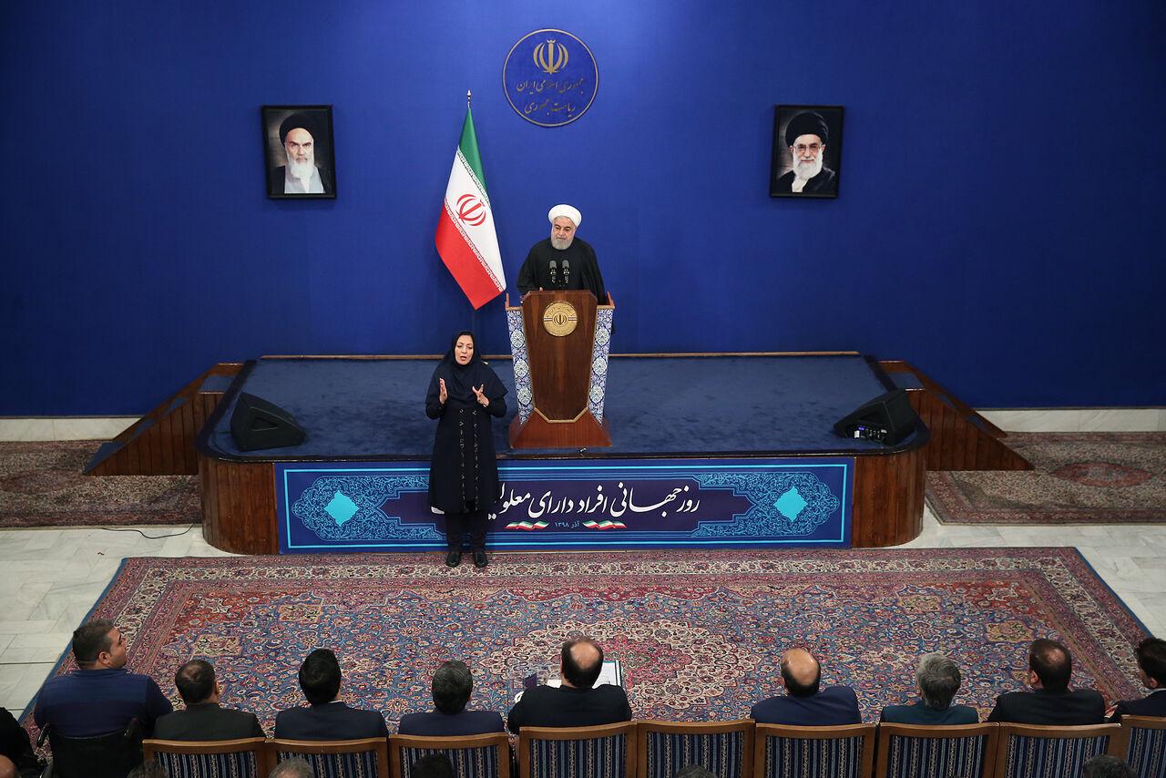 روحاني : الضغوط الامريكية لم تركع الشعب الايراني