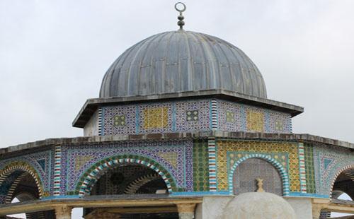 المسجد الأقصى.. قباب تظلل حكايات التاريخ