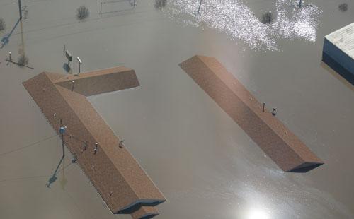 صور.. الفيضانات تعزل عدة بلدات أمريكية بسبب ارتفاع منسوب المياه إلى 14 مترا