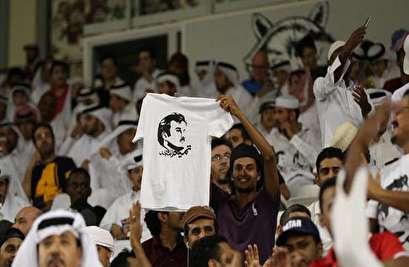 بريطاني يقاضي الإمارات بعد تعذيبه بسبب ارتدائه قميص العنابي