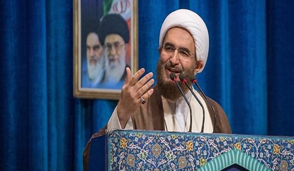 خطيب جمعة طهران يؤكد على مكافحة الفساد الاقتصادي