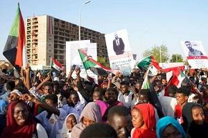 المحتجون السودانيون في انتظار رد الجيش على مطالب الانتقال