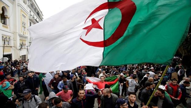 هل تتخذ الجزائر من صدّ الأطماع الخارجية طريقاً لحل الأزمة؟