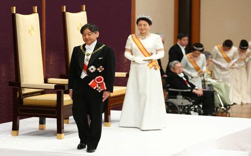 صور.. إمبراطور اليابان الجديد ناروهيتو يتولى مهام منصبه رسميا