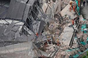 عمال عالقون تحت الأنقاض بعد انهيار مبنى في شنغهاي