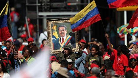 الفنزويليون يحيون الذكرى السنوية الأولى لإعادة انتخاب مادورو رئيسا