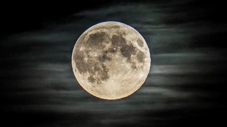 مركز إعداد رواد الفضاء يقوم باستنساخ سطح القمر على الأرض