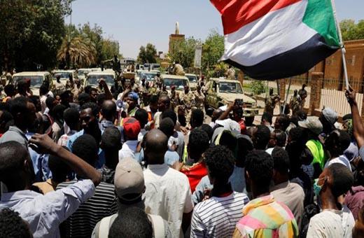 المجلس العسكري يلغي تجميد أنشطة نقابات السودان المهنية