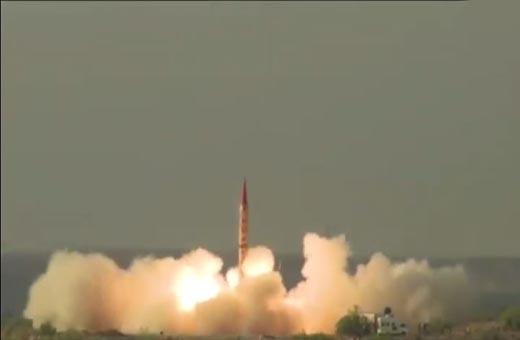 باكستان تختبر صاروخا باليستيا قادر على حمل رؤوس نووية