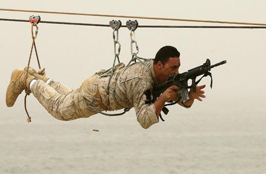من يرمي الجيش اللبناني في الحضن الأميركي؟