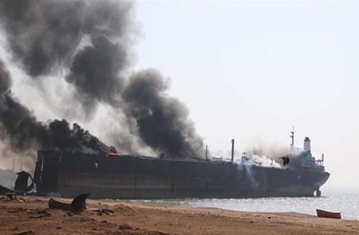 سماع دوي انفجارين كبيرين في داخل مياه بحر عُمان