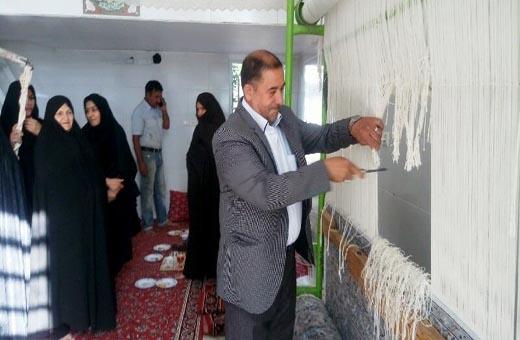 ايرانيات يحكن ثلاثة سجاجيد ويقدمنها للعتبات المقدسة في العراق
