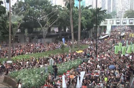 قانون مثير للجدل بهونغ كونغ يدفع المواطنين للخروج عن بكرة أبيهم