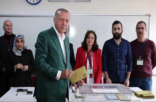 أردوغان يدلي بصوته في الانتخابات المحلية باسطنبول
