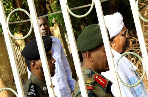 المجلس العسكري: البشير سيحاكم أمام الجنائية الدولية في الخرطوم