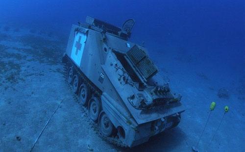 متحف عسكري تحت الماء في الأردن..بالصور