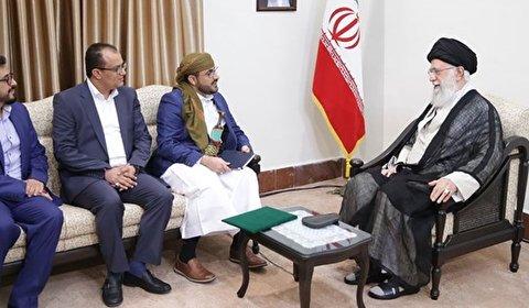 قائد الثورة الاسلامية يستقبل المتحدث باسم حركة انصار الله اليمنية والوفد المرافق له