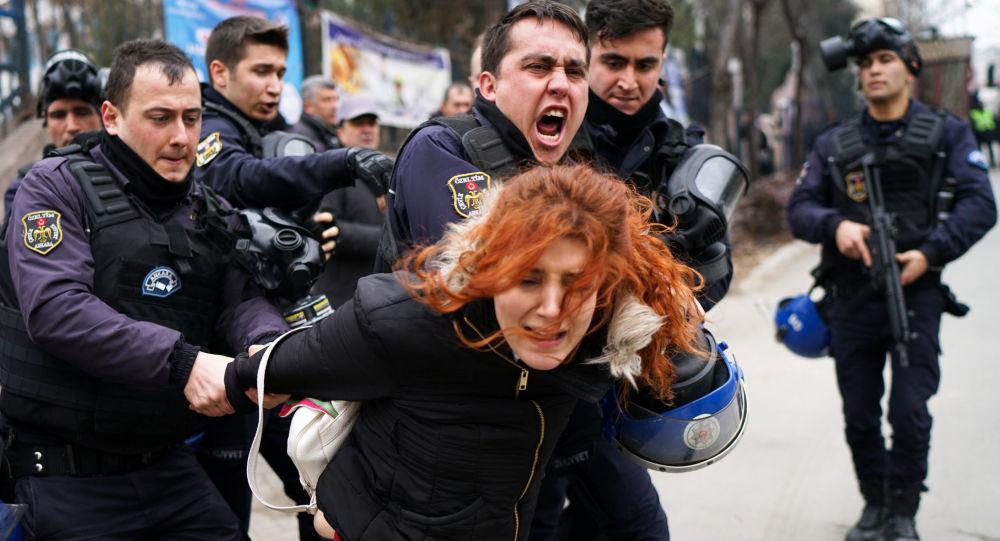 تركيا... اعتقال 418 في إطار تحقيق بشأن مسلحين أكراد