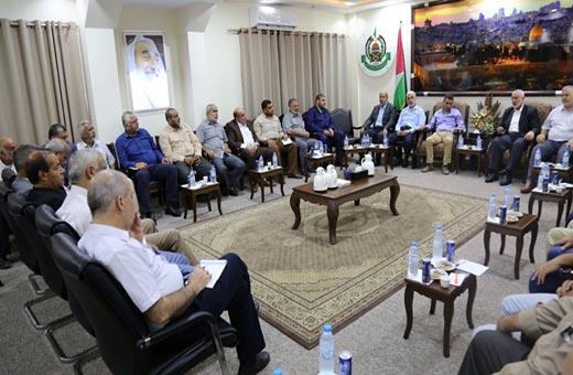 حماس تلتقي بالفصائل الفلسطينية والوفد المصري بغزة