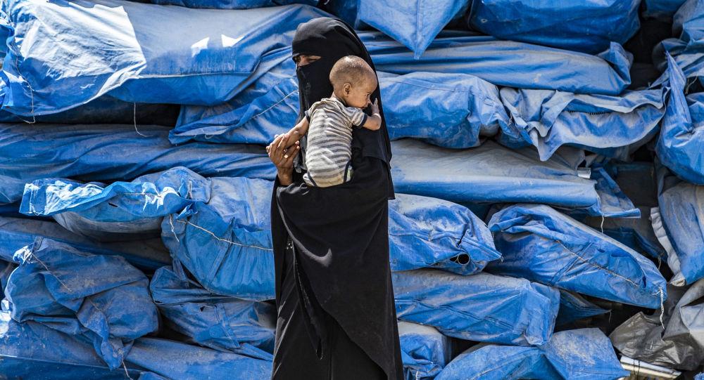 باحث اجتماعي سوري يكشف عن أسرار صادمة في مخيم الهول