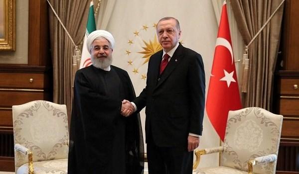 روحاني يلتقي نظيره التركي على هامش أعمال القمة الثلاثية في انقرة