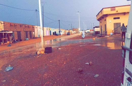 توزيع مساعدات على المتضررين من العواصف المطرية الاخيرة في موريتانيا