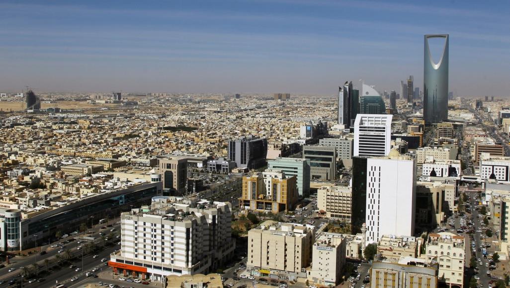 رويترز: بوادر انكماش اقتصادي بالسعودية