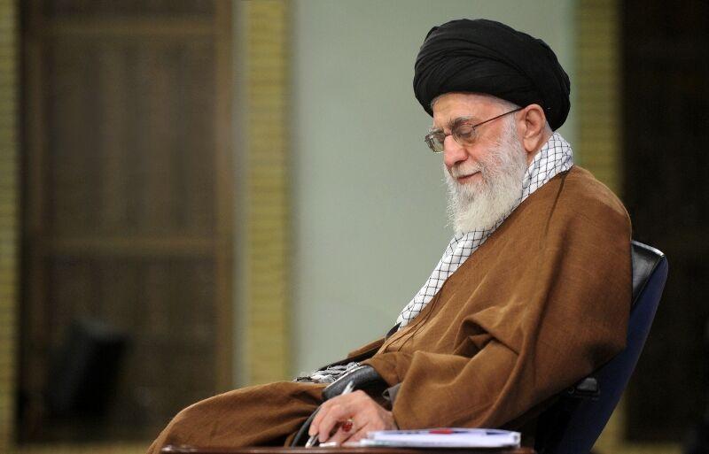 قائد الثورة الاسلامية يوجّه الجهات الحكومية والمنظمات غير الحكومية بالتسريع في اغاثة المواطنين