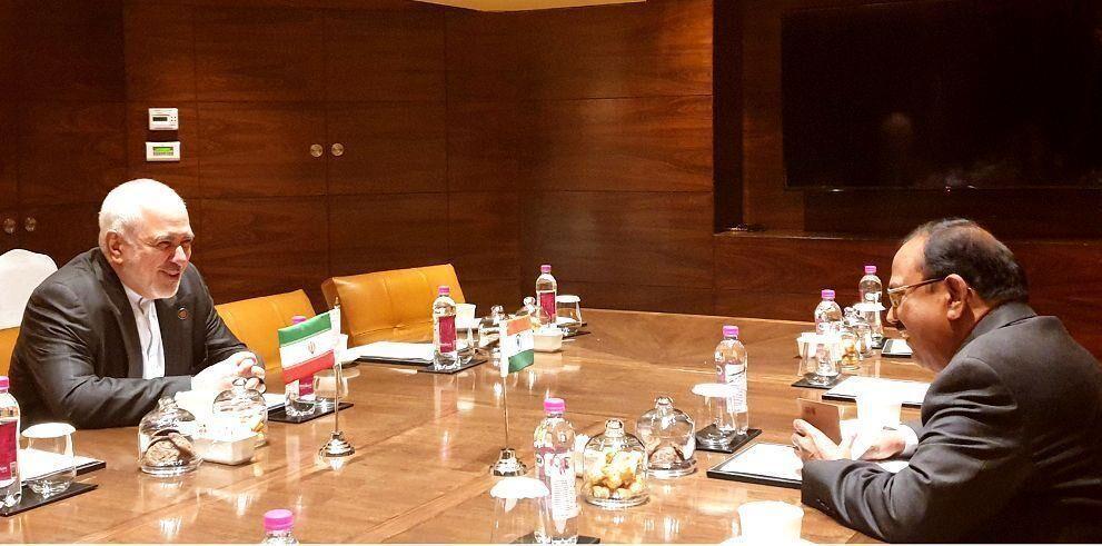 ظريف يعقد لقاء خاصا مع مستشار الأمن القومي الهندي