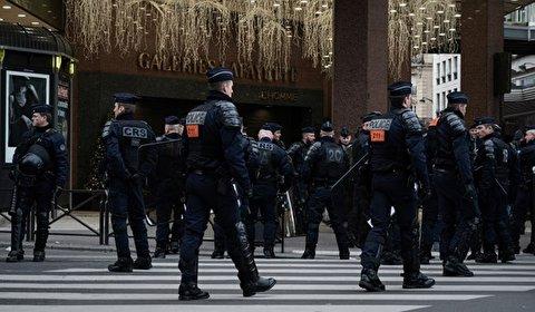 الشرطة الفرنسية: قتيلين في عملية طعن بضواحي باريس