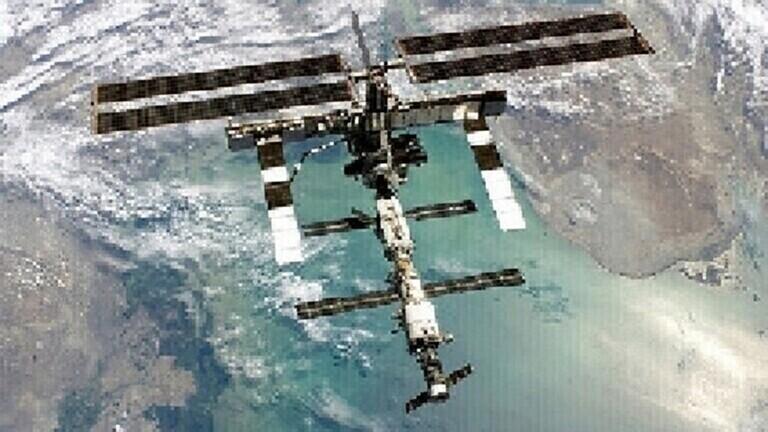 تحديد طول الشق الذي يتسرب منه الهواء في المحطة الفضائية الدولية