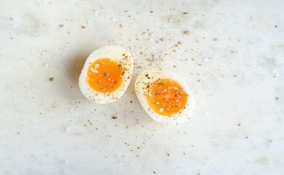 دراسة تزعم: تناول بيضة واحدة فقط في اليوم