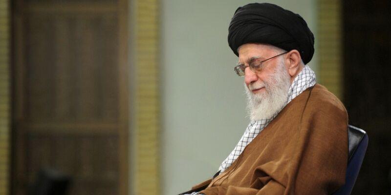 قائد الثورة يعين حجة الإسلام سيد أحمد خاتمي عضوا بمجلس صيانة الدستور