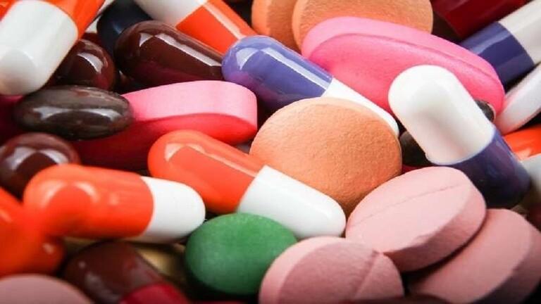 طبيب يحذر من مخاطر المضادات الحيوية
