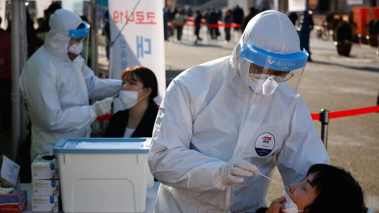 كوريا الجنوبية تشدد إجراءاتها بعد تسجيل أكبر عدد وفيات يومية بكورونا