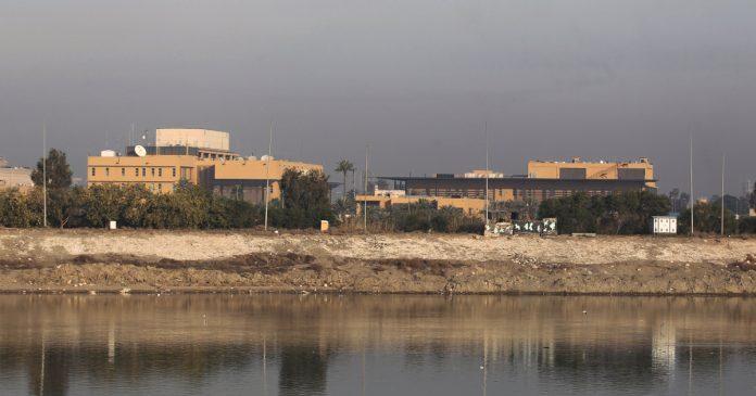 خبير أمني: السفارة الأمريكية تحولت لثكنة عسكرية ولا بد من نقلها