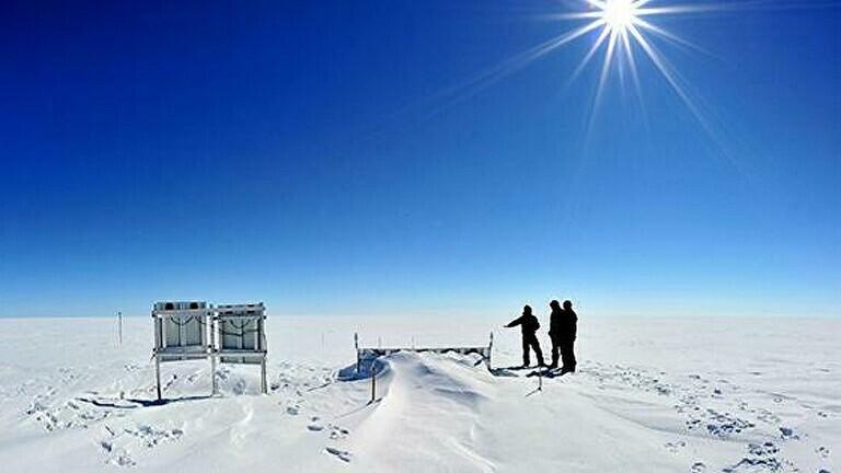العلماء يربطون ذوبان جليد غرينلاند بتيار حرارة الوشاح