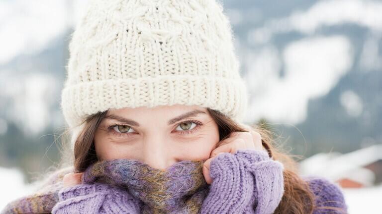خبراء الصحة يحذرون من استبدال قناع الوجه بالوشاح الشتوي