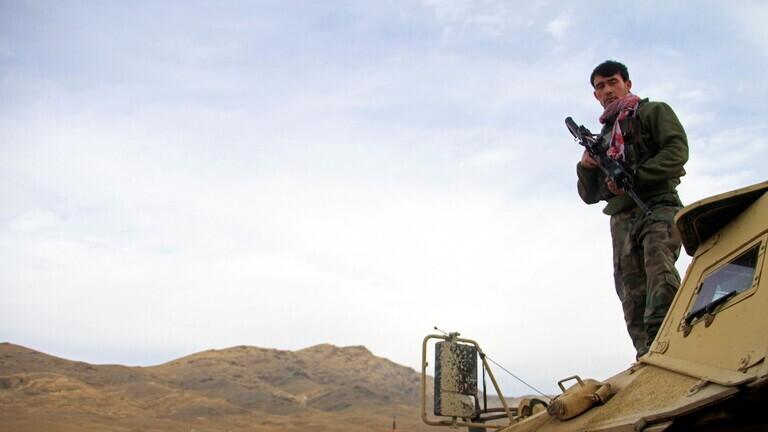 قتلى وجرحى بانفجار سيارة مفخخة في قاعدة للجيش الأفغاني