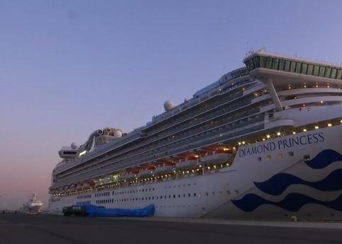 سفينة ضخمة مزدحمة بالركاب وموبوءة بـ