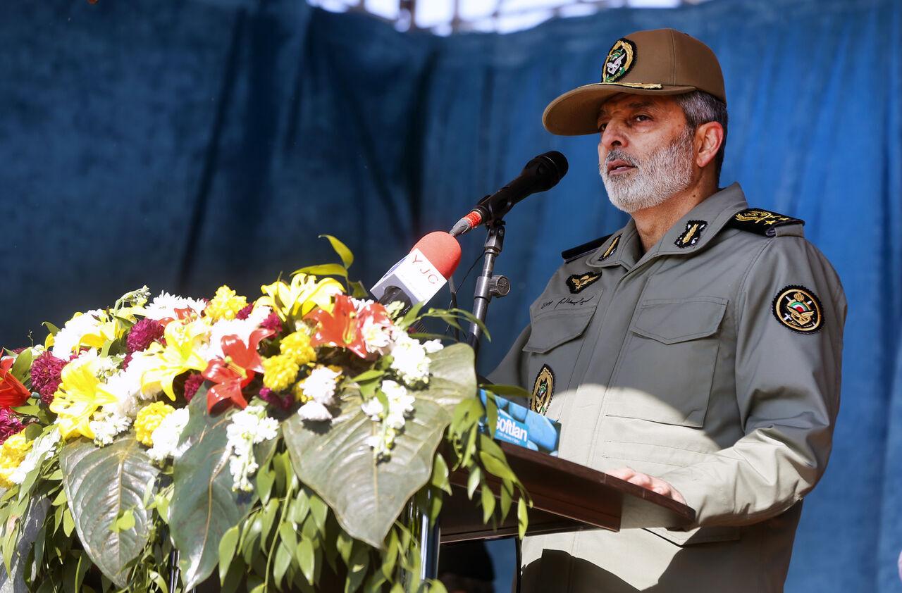 قائد الجيش الايراني: على الامریكيين الا يفرحوا من تاخر معاقبتهم