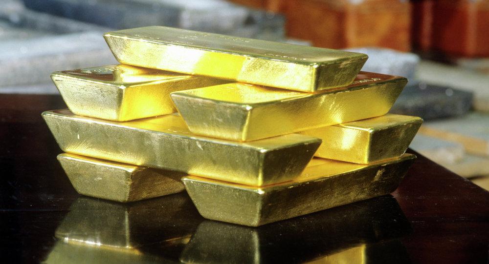 الذهب يتراجع عن ذروة 7 أعوام لكن مخاوف الفيروس تكبح المكاسب