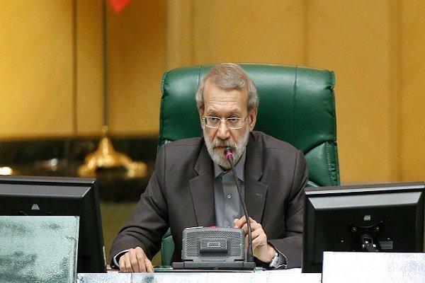 لاريجاني يؤكد عدم الحاجة الى اعادة مشروع ميزانية البلاد الى الحكومة بعد أن رفضها النواب