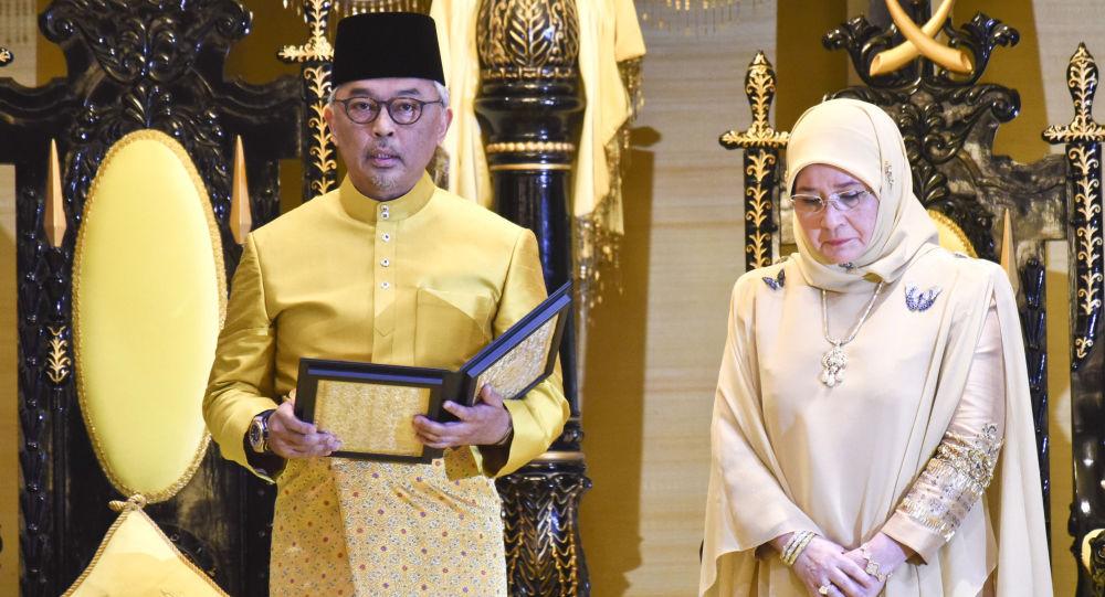 ملك ماليزيا يعين محي الدين ياسين رئيسا للوزراء خلفا لمهاتير محمد