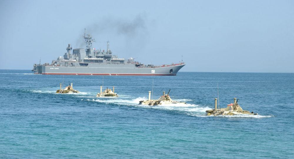 سفينة إنزال روسية كبيرة تتجه إلى سوريا