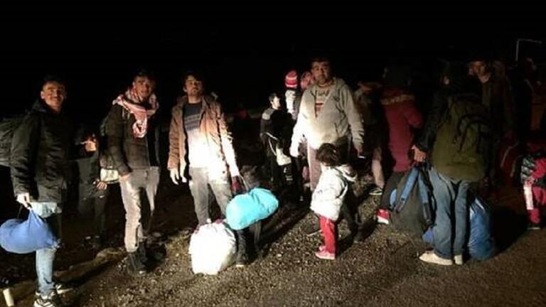 تركيا: أكثر من 130 ألف مهاجر عبروا أراضينا إلى اليونان
