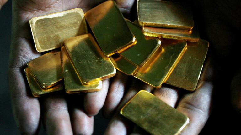 أسعار الذهب تتراجع عن أعلى مستوى في 7 سنوات